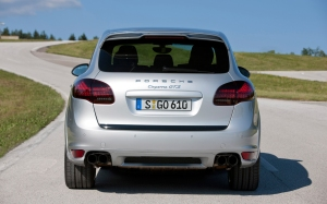 2013-Porsche-Cayenne-GTS-rear-end.JPG