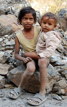 1024px-Kids_in_Rishikesh,_India